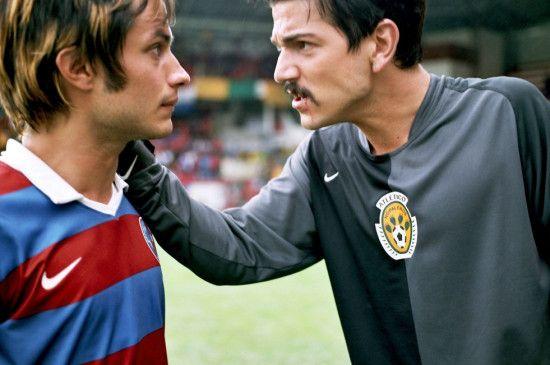 Tato (Gael García Bernal, l.) und Beto (Diego Luna) stehen sich als Rivalen gegenüber
