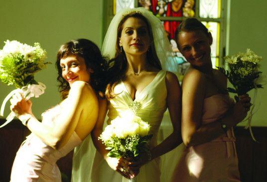 Wo bleibt bloß Paulie? Brittany Murphy (M.) als Braut