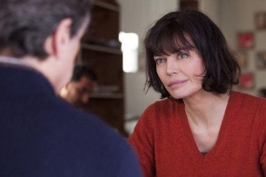 Jean-Pierre Werner (François Cluzet) kann sich nicht für Dr. Nathalie Delezia (Marianne Denicourt) begeistern.