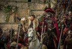 Durch eine Intrige seines Adoptivbruders Messala wird der angesehene und wohlhabende Judah Ben Hur von seiner Familie und seiner großen Liebe Esther getrennt und als Sklave auf eine römische Galeere gezwungen.