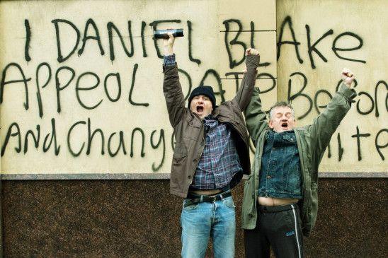 Daniel Blake (Dave Johns) ist ein geradliniger und anständiger, zeitlebens Steuern zahlender Durchschnittsengländer – bis seine Gesundheit ihm einen Strich durch die Rechnung macht.