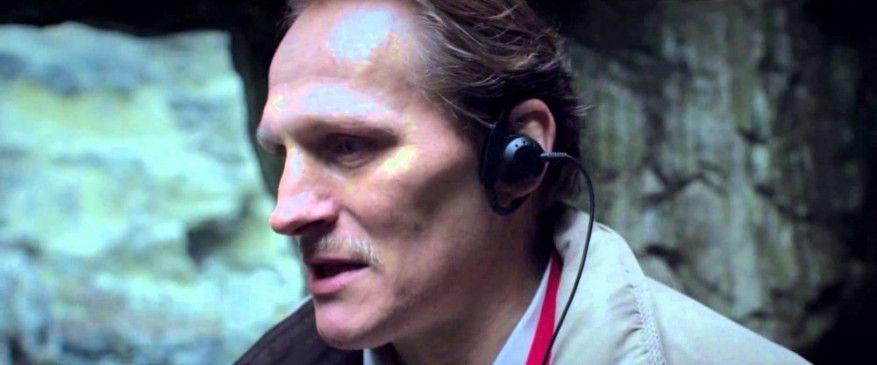 Der verschrobene Privatdetektiv Aloys Adorn filmt und beobachtet durch seine Kamera das Leben anderer, bis der Tod seines Vaters ihn aus seiner geordneten Bahn wirft.