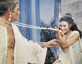 Charlton Heston verfällt der schönen Hildegard Neil
