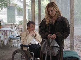 Auf Wahrheitssuche: Kate Hudson mit John Hurt