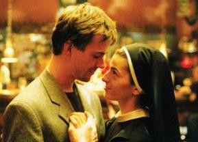 Auftakt zu einer ungewöhnlichen Romanze: Antonia (Emmanuelle Laborit) und Mikas (Lars Otterstedt)