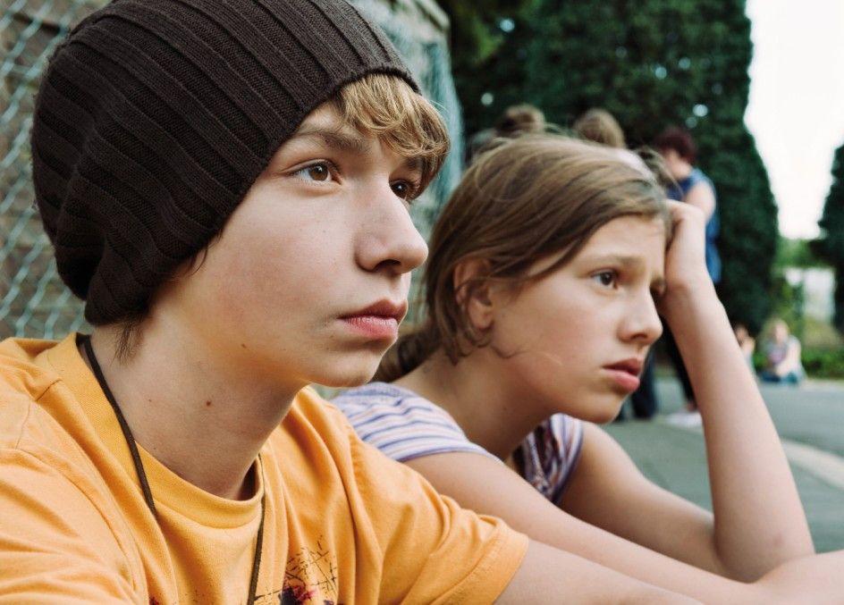 Olli (Manuel Steitz) und Maria (Leonie Tepe) sind zunächst ratlos
