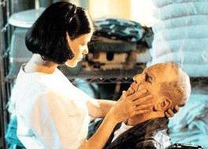 Komm, Alterchern, du simulierst  doch nur deine Lähmung! Linda  Fiorentino und Paul Newman
