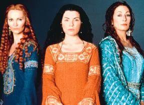 Die drei von der Nebelinsel: Joan Allen, Julianna  Margulies, Anjelica  Huston (v.l.)