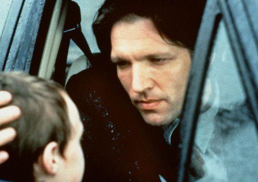 Martyn Wyatt (Martin Donovan) macht sich große Sorgen um seinen Sohn Oliver (Sam Bould)