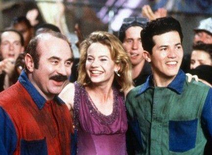 Klempner Luigi (Bob Hoskins, l.) ist das Lachen noch nicht vergangen