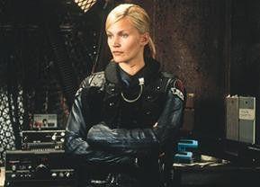 Natasha Henstridge als toughe Polizistin Ballard