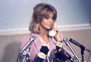 Goldie Hawn bringt es von der Kellnerin zur  vielgefragten Heldin der Nation