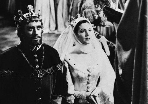 König Artus (Mel Ferrer) heiratet Lady Guinevere (Ava Gardner)