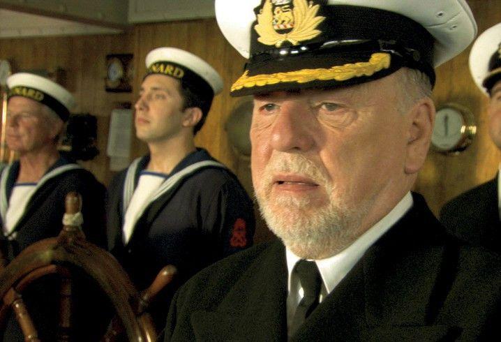 Kenneth Cranham in der Rolle des Captain Turner