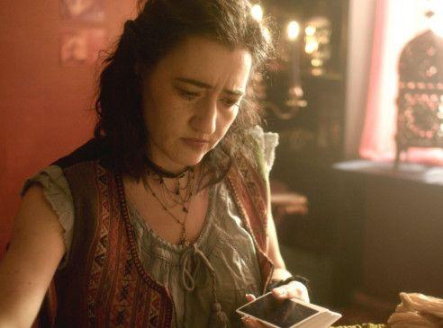 Ihren eigenen Tod kann die Wahrsagerin Isabella Solheim (Lena Nylen) nicht vorhersagen