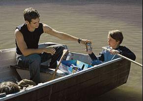 Flussfahrt mit Folgen! Trevor Morgan (l.) und  Rory Culkin