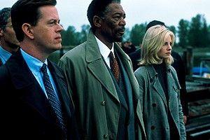 Tja, schon wieder einer tot ... Morgan Freeman (M.)  auf einer Beerdigung