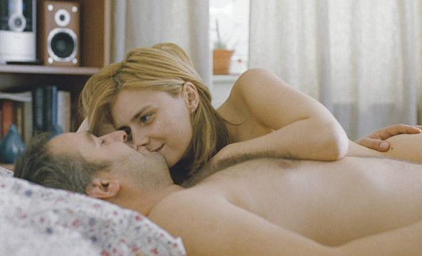 Und hat dir das gefallen? Raluca (Maria Popistasu) und Paul (Mimi Branescu) haben eine Affäre