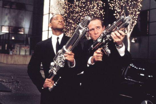 Jetzt wird wieder geballert!  Tommy Lee Jones und Will Smith (l.)