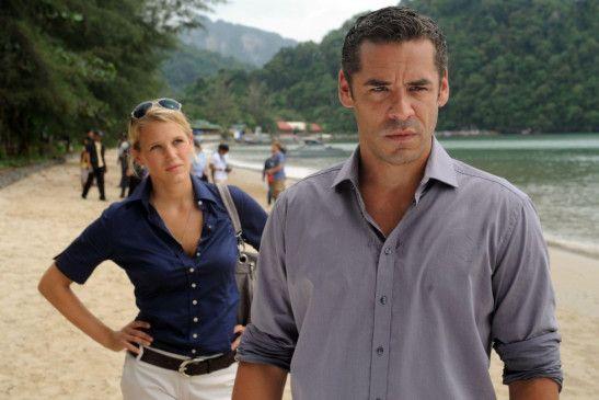 Florian Blessing (Tobias Oertel) und Nadja Hansen (Eva-Maria Grein von Friedl) ermitteln in Thailand