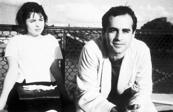 Anne (Betty Schneider, mit Gianni Esposito) glaubt einer Verschwörung auf der Spur zu sein