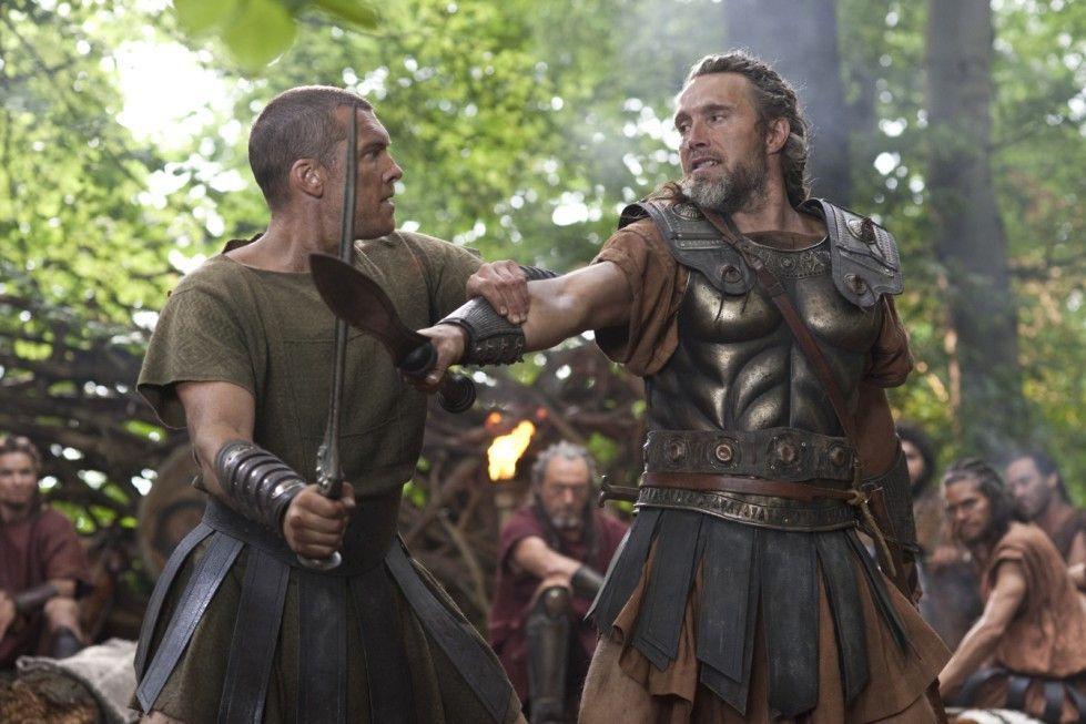 Perseus muss Kämpfen lernen: Sam Worthington (l.) und Lehrmeister Mads Mikkelsen