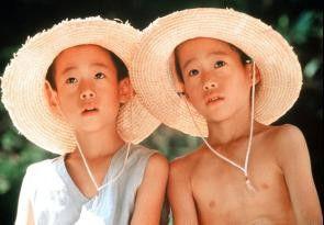 """So sieht """"das Dorf meiner Träume"""" aus! Keigo  Matsuyama und Shogo Matsuyama (v.l.)"""