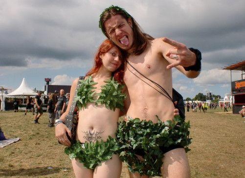Das etwas andere Wacken-Fan-Duo ganz in grün