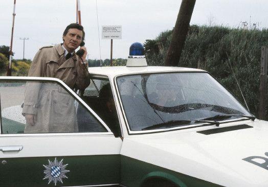 Gesucht wird Ernst Scholz! Wird Kriminalkommissar Lenz (Helmut Fischer) seinen ersten Fall lösen?
