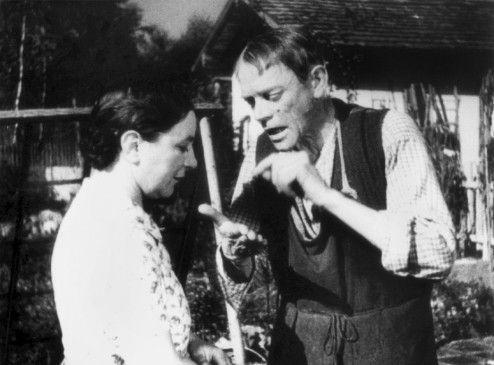 Gärtner Valentin (Karl Valentin) und die Magd Liesl (Liesl Karlstadt) streiten mal wieder