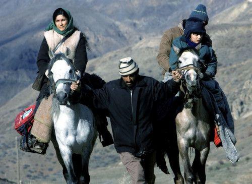 Auf der Flucht: Lale (Behi Djanati Ataï), Hassan (Payam Madjlessi) und ihr Sohn Kian (Kamran Rad)