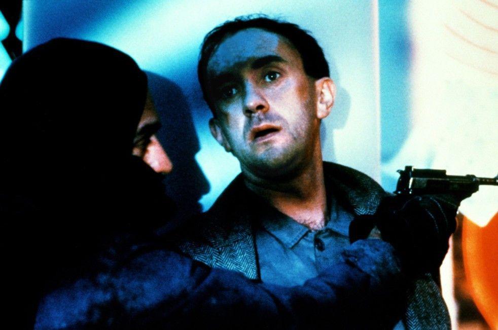 Heizungsmonteur Tuttle (Robert De Niro, l.) und der kleine Beamte Sam Lowry (Jonathan Pryce) im Einsatz gegen die staatlichen Sicherheitsorgane