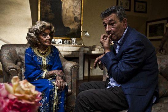 Auch die alte Mutter will umsorgt sein! Gianni Di Gregorio kümmert sich um Valeria De Franciscis Bendoni