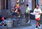 Pizzabote Mookie (Spike Lee) kennt sein Viertel in Brooklyn ganz genau