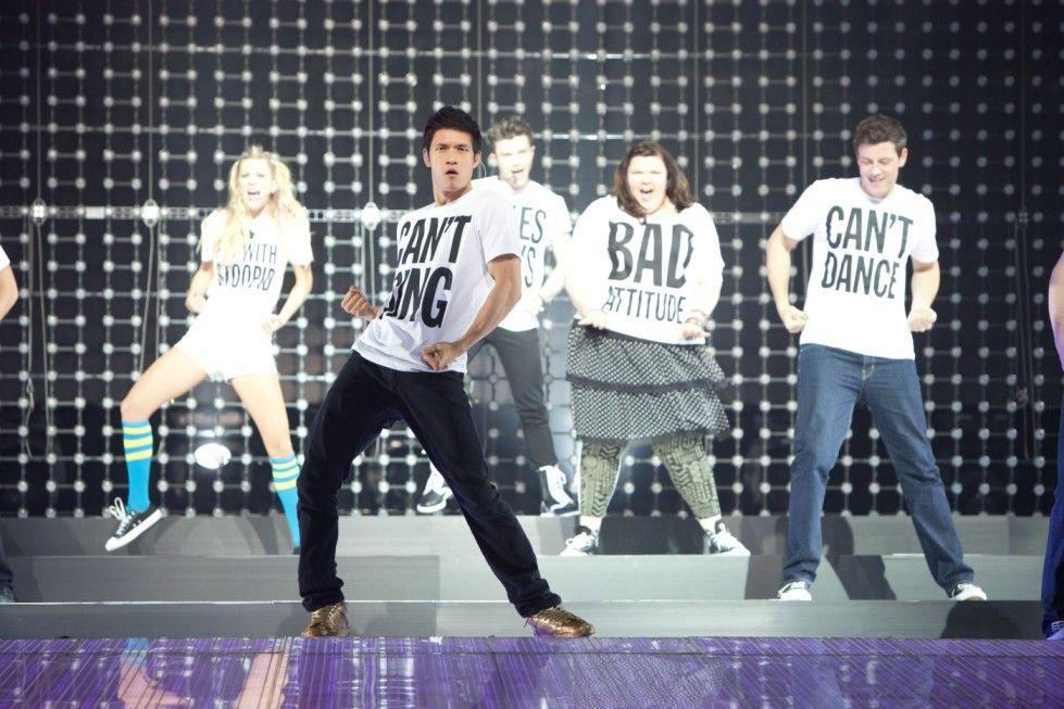Die singenden und tanzenden Highschool-Schüler auf der Bühne