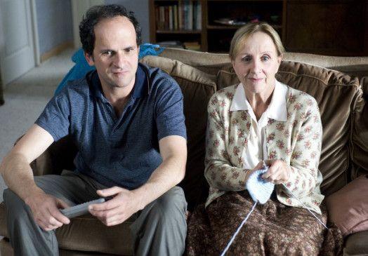 Das sind doch meine Zahlen! Benoît (Lionel Abelanski) und seine demente Mutter (Hélène Vincent)