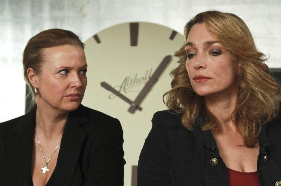 Die Schwestern Susanne (Katharina Böhm, l.) und Mia (Aglaia Szyszkowitz) teilen ein Geheimnis ...