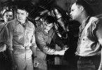 Pflegen ein gespanntes Verhältnis: Kommandant Richardson (Clark Gable, M.) und sein Erster Offizier (Burt Lancaster, 2. v. l.)