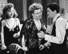 Machst du wohl die Zigarette aus! Barbara Pepper (M.) mit John Garfield und Ann Sheridan