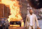 Und wieder brennt einer! George Clooney im Mittleren Osten