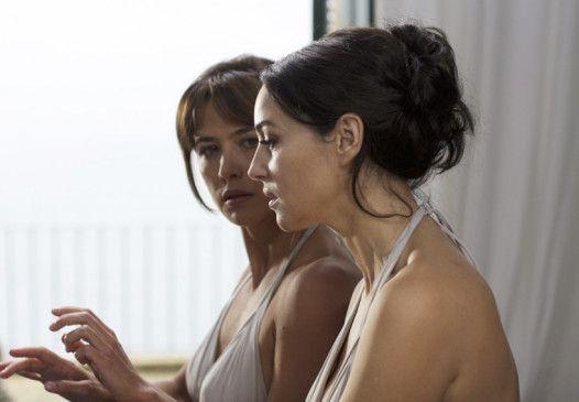 Sophie Marceau und Monica Bellucci (r.) verbindet ein dunkles Geheimnis