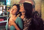 Louise (Marie Gillain, l., mit Garance Clavel) macht eine prickelnde Erfahrung