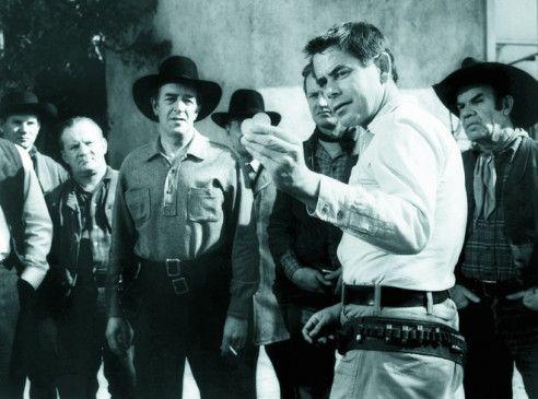 Glenn Ford bereitet sich auf das große Duell vor