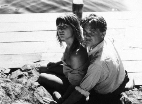 Erleben einen unbeschwerten Sommer: Monika (Harriet Andersson) und Harry (Lars Ekborg)