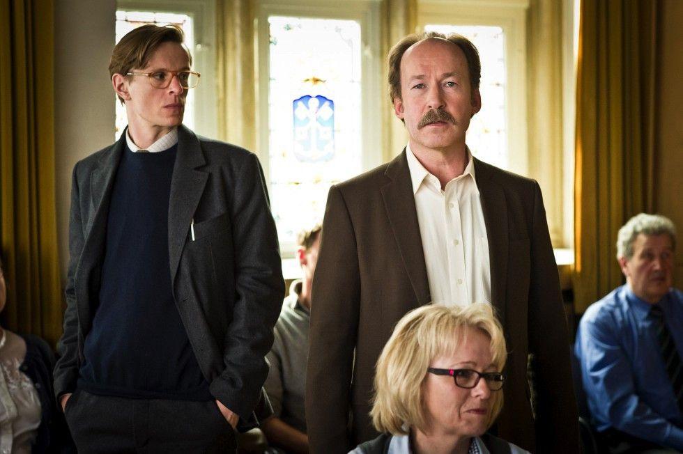 Chlodwig Pullmann (Ulrich Noethen, r.) und Jakob Kronibus (Alexander Scheer) wollen Anti-Korruptionsbeauftragter werden