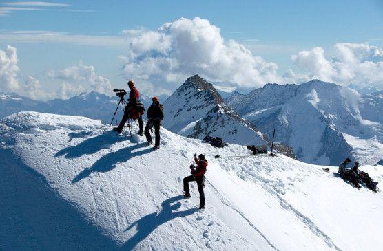 Das Filmteam beim Dreh in den Alpen