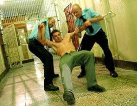 Alltag im Knast - ein Gefangener wehrt sich gegen die Wärter