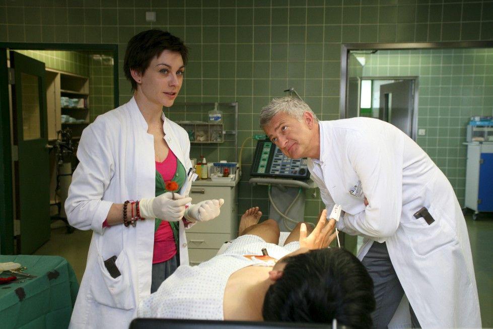 Sind sich wie immer nicht einig! Dr. Wu (Dominic Raacke) und Dr. Sophie Schöner (Christiane Paul)