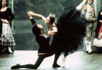 """Odile (Georgina Parkinson) und der Prinz (Alain Dubreuil) tanzen  Tschaikowskys """"Schwanensee"""""""