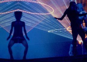 Tanz mal wieder! - scheint die Botschaft dieser Szene zu sein....